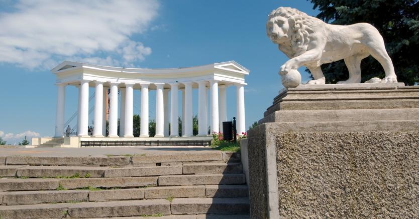 Il colonnato neoclassico di Francesco Boffo