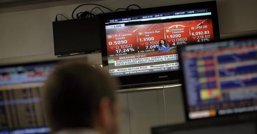 Borsa: Milano aumenta perdite (-0,9%)