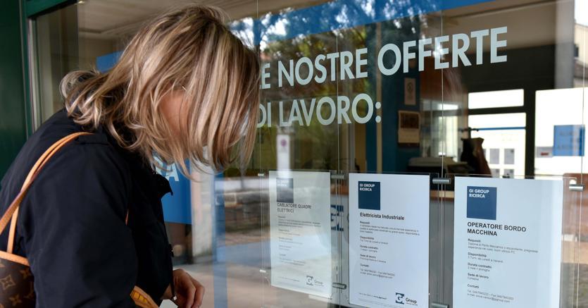 Lavoro, Disoccupazione in Calo ad Aprile ma resta alta quella giovanile