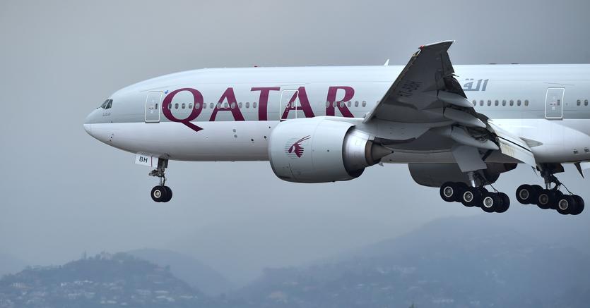 Etihad e Emirates sospendono da domani i voli per il Qatar