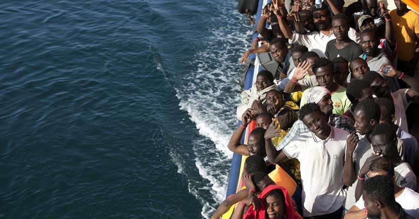Migranti: viaggi organizzati in gommone dalla Tunisia, quindici arresti