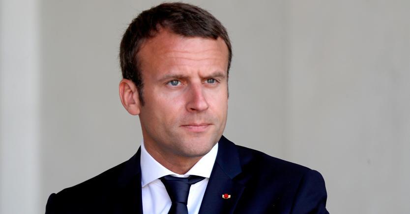 Un uomo è stato arrestato a Parigi perché voleva assassinare Macron