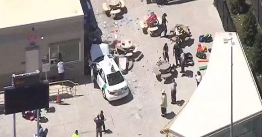Auto sulla folla a Boston Almeno 9 persone travolte