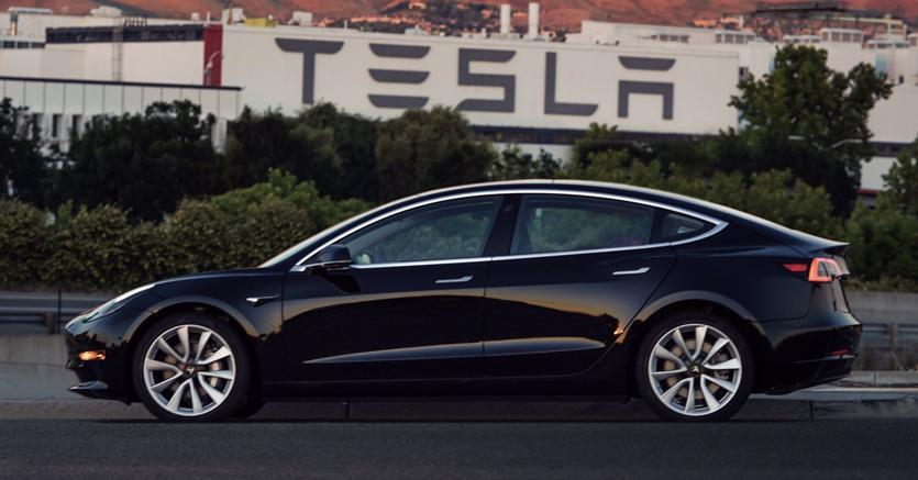 Tesla, presentato il nuovo Modello 3