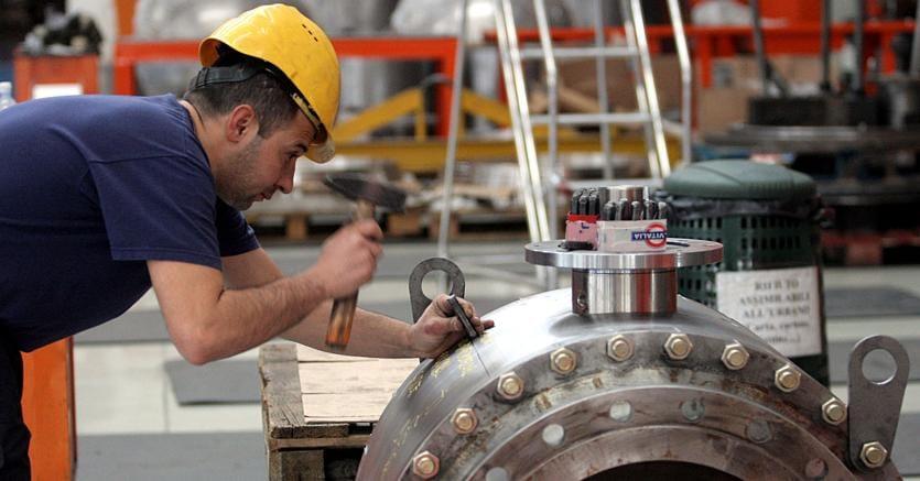 Istat: produzione industriale a maggio +0,7%, e +2,8 nell'anno
