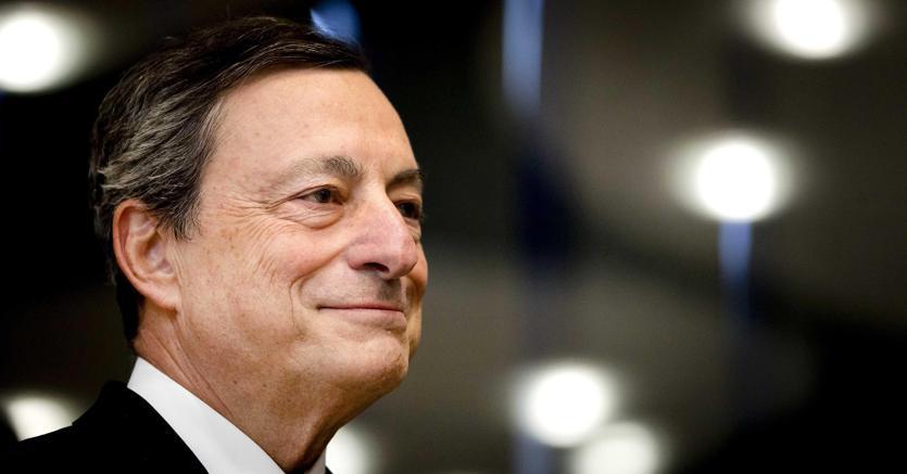 La Bce lascia i tassi invariati Draghi: