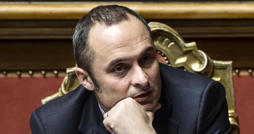 Il  ministro Enrico Costa si è dimesso