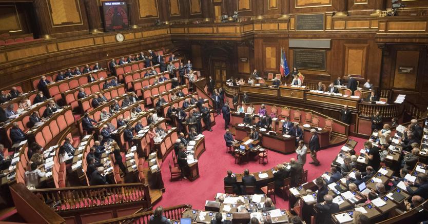 Decreto sud s del senato alla fiducia il sole 24 ore for Stage parlamento italiano