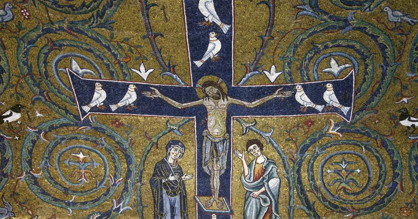 L'altare del  mitreo: nell'ara è raffigurato Mitra che uccide il toro. Il mitreo fu abbandonato alla fine del IV secolo e tutto il complesso fu interrato.