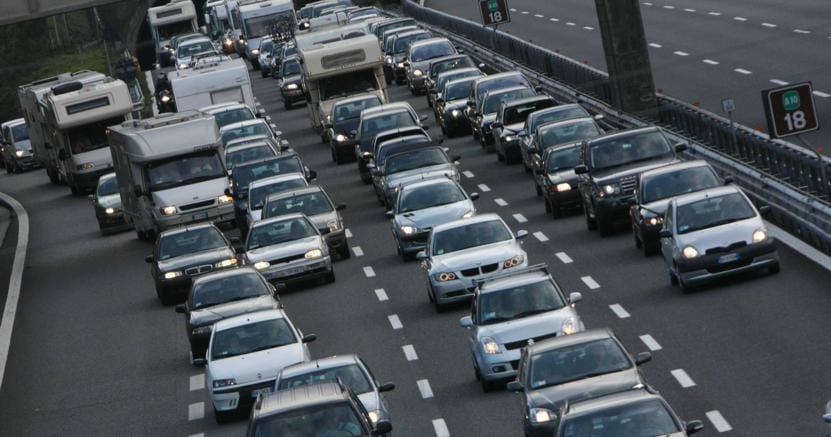 Traffico da bollino nero per l'esodo estivo su strade e autostrade