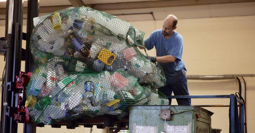La Commissione approva una Strategia europea sulla plastica