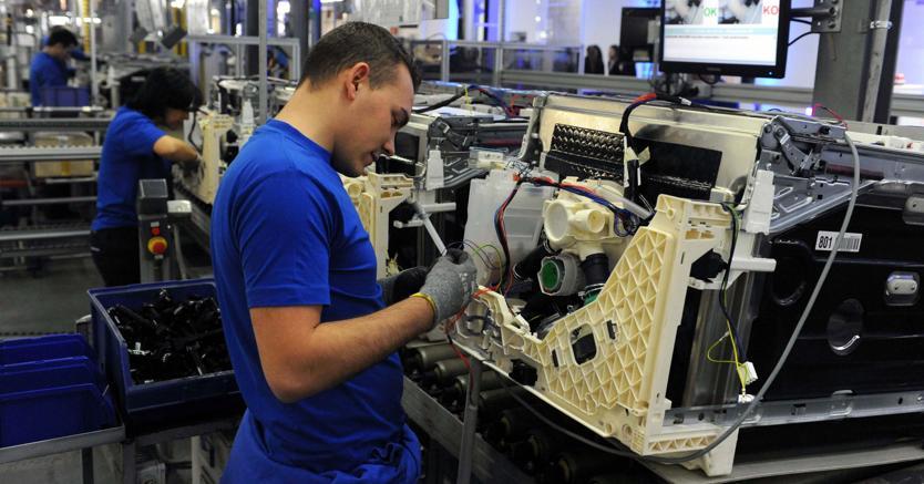 Produzione industria giugno meglio di attese, buon auspicio per Pil trim2