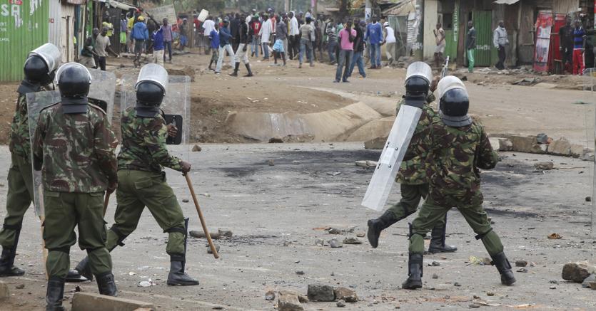 Il confronto tra polizia e e oppositori a Kisumu, Kenya  (Ap)