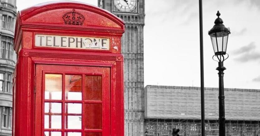 Foto Cabina Telefonica Di Londra : Erano il simbolo di londra vanno in soffitta le cabine rosse il