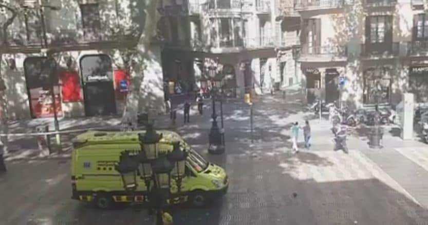 Barcellona, 13 morti e 80 feriti: 3 sono italiani