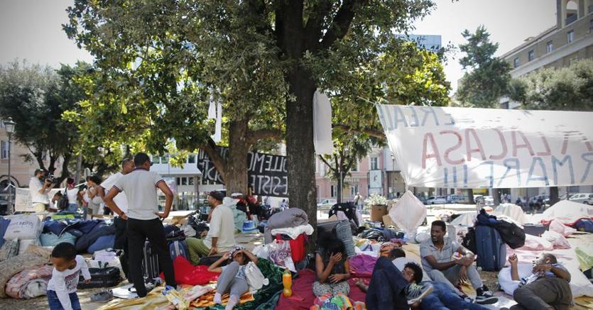 Sgombero a roma rifugiati accampati il comune in cerca - Soluzioni immobiliari roma ...