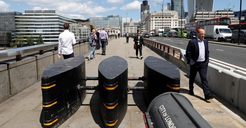Barriere su London Bridge a Londra