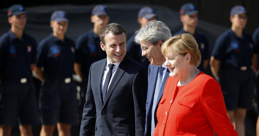 Migranti, terminato il vertice di Parigi. Gentiloni: