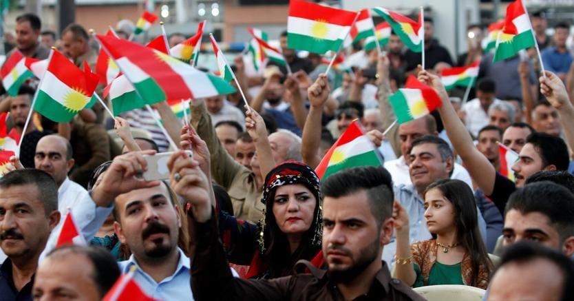 Kirkuk, manifestanti a favore del referendum (Reuters)