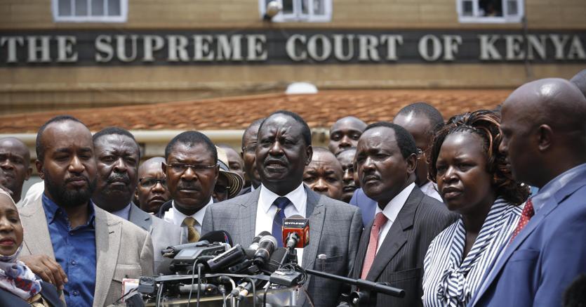 Raila Odinga, leader dell'opposizione, davanti alla Corte Suprema di Nairobi