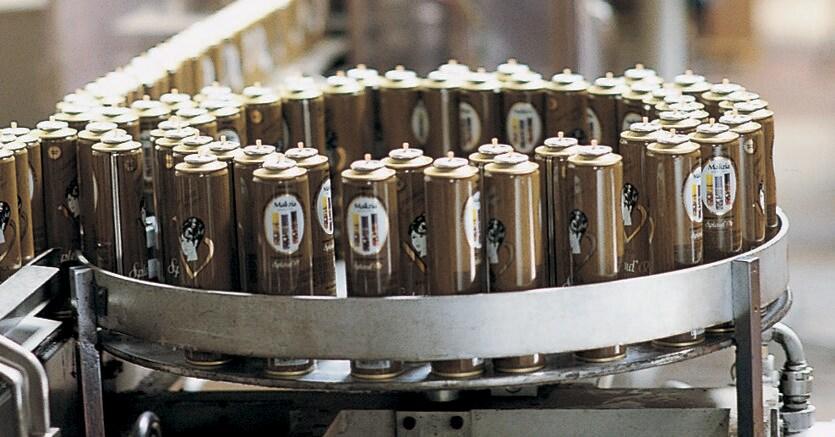 Fase della produzione di lacche in uno stabilimento Mirato