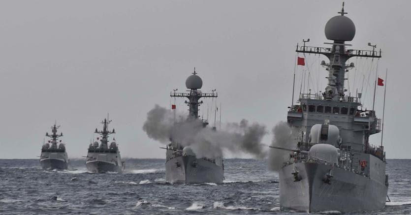 Esercitazione della marina sudcoreana nel mar del Giappone