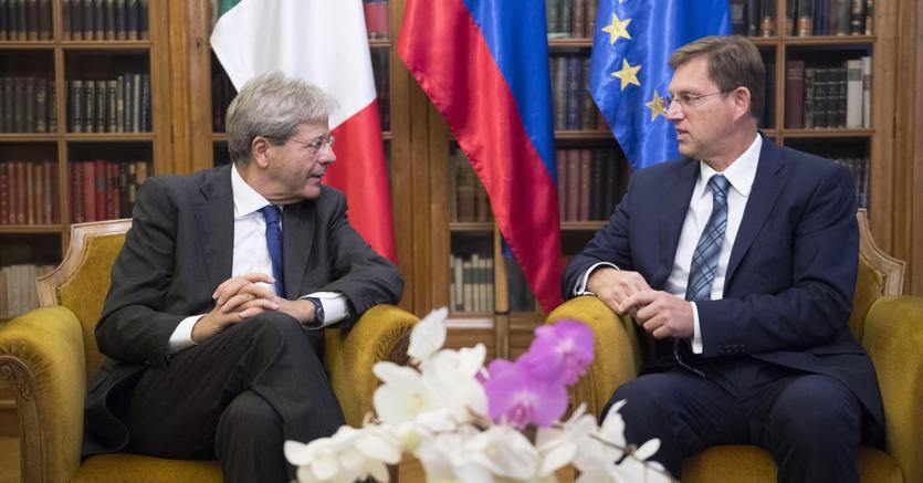 Nella foto il premier Paolo Gentiloni con il primo ministro sloveno Miro Cerar