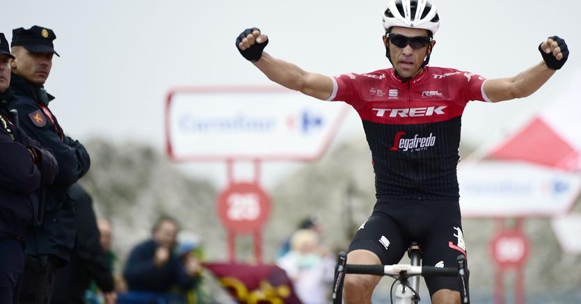 Alberto Contador festeggia la vittoria di tappa alla Vuelta (Afp)