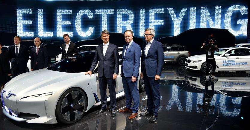 La Bmw i Vision Dynamic, concept car di super car totalmente elettrica (Ap)