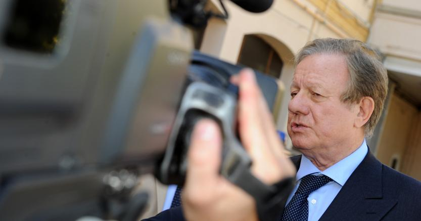 L'allora ministro dei trasporti e delle infrastrutture Altero Matteoli in un'immagine del 25 giugno 2011 (ANSA/STRINGER)