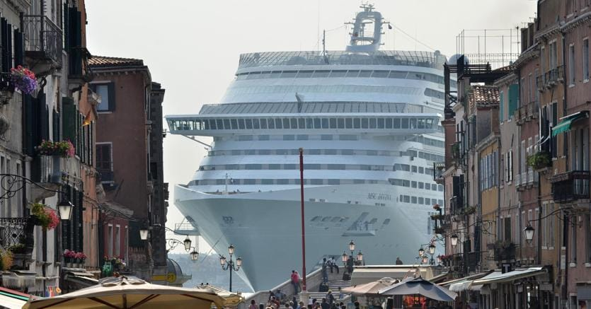 venezia-grandi-navi-ansa-tlf-kA8C--835x437@IlSole24Ore-Web.jpg
