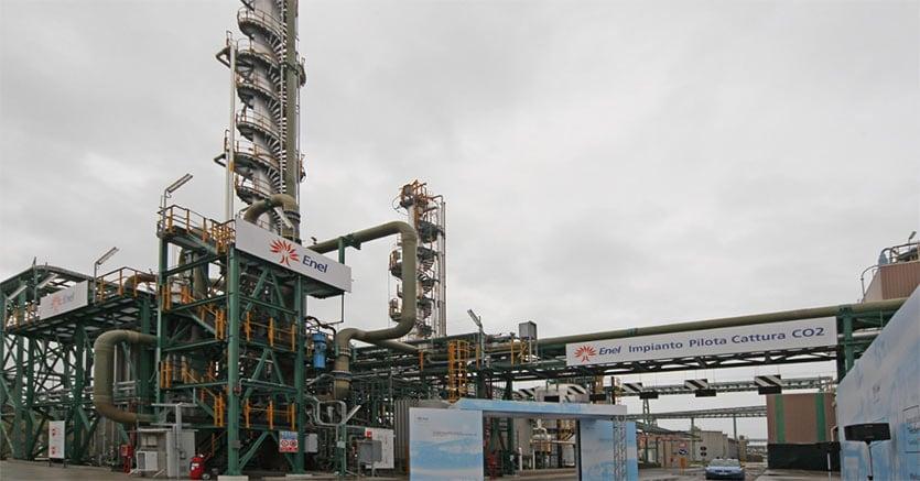 Rifiuti tossici per produrre cemento: 31 indagati, nei guai Ilva ed Enel