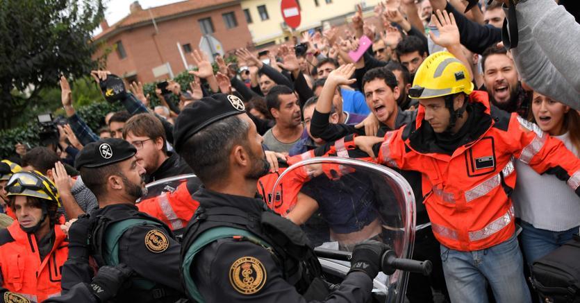 Catalogna, decine i feriti nel giorno del referendum