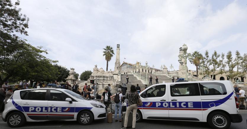 Accoltella passanti a Marsiglia: due vittime. Ucciso l'assalitore