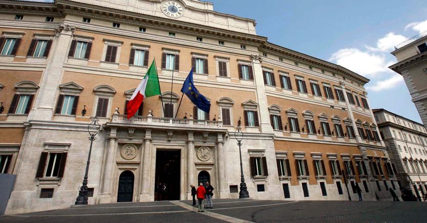 Def, così Padoan copia Berlusconi e si lancia in promesse impossibili