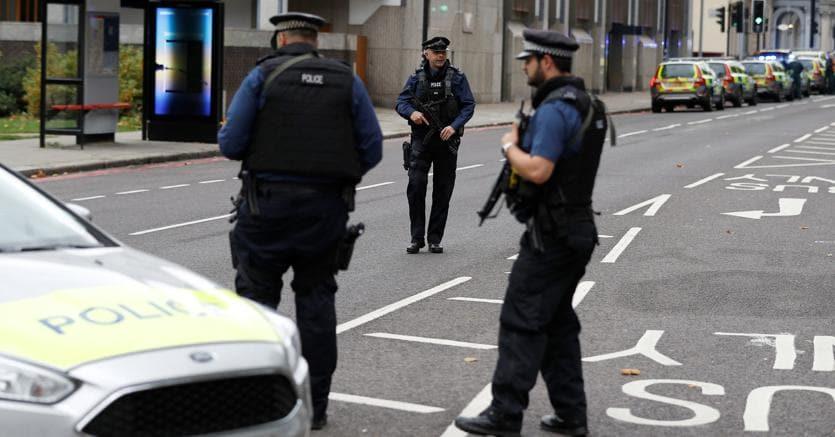 Londra, auto contro pedoni davanti al Natural History Museum: diversi feriti