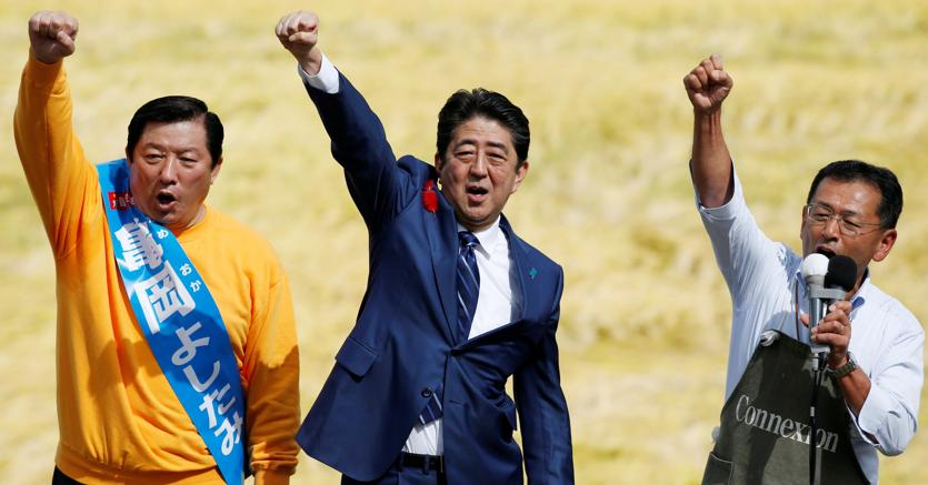 Shinzo Abe al centro (Reuters)
