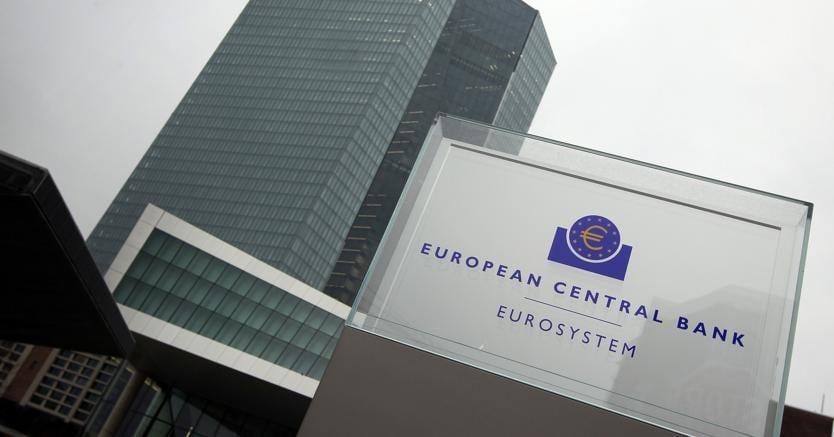 Draghi: tassi su livelli attuali ancora a lungo. Qe dimezzato ma prolungato