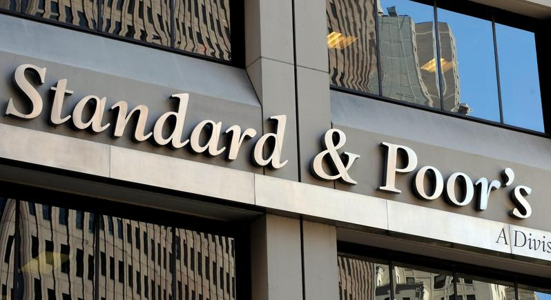 S&P alza rating Italia a 'BBB', outlook stabile