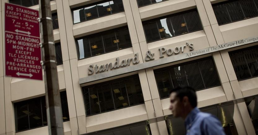 S&P alza rating Italia a 'BBB/A2',