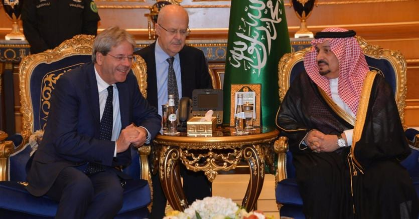 Gentiloni  incontra il Governatore di  Riyad, il Principe  Faisal Bin Bandar Bin Abdulaziz (foto Reuters)