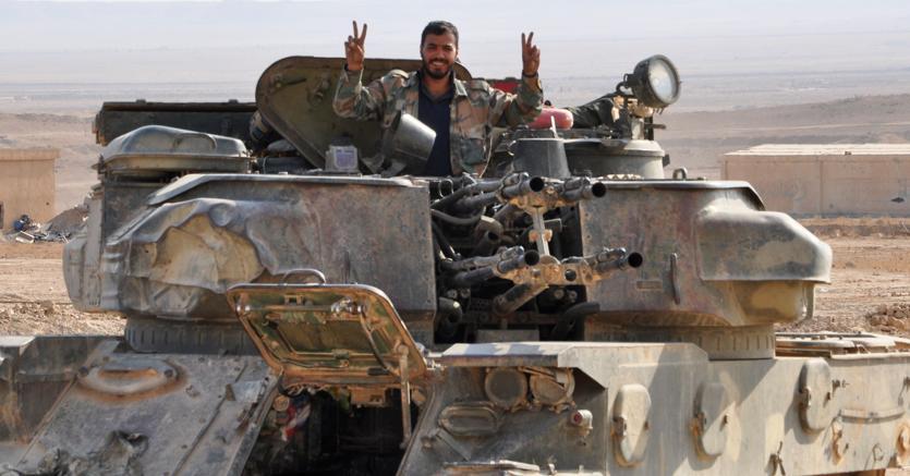 Soldati governativi siriani dopo la liberazione di Deir Ezzor - Afp