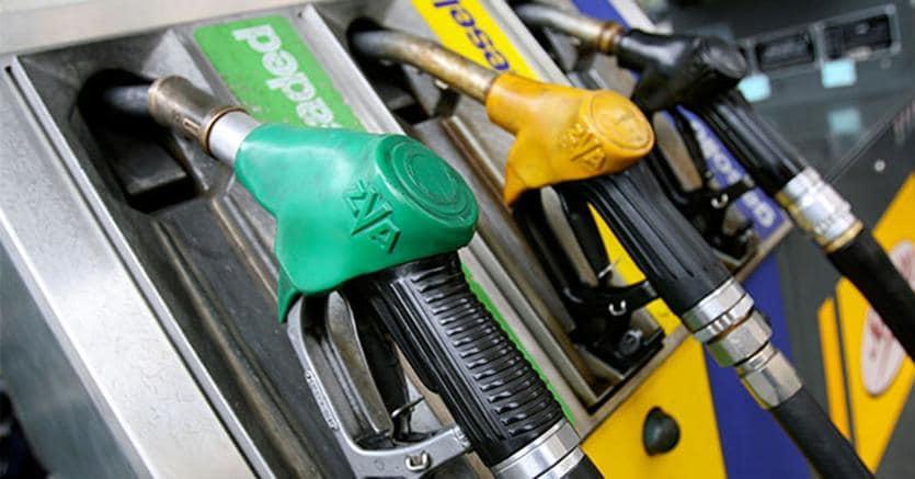 Frodi iva stretta su fatture e benzina il sole 24 ore for Percentuale iva 2017