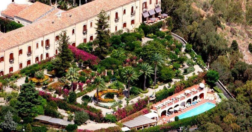 Il San Domenico Palace di Taormina:faceva parte degli hotel in default di Acqua Marcia, è stato poi rilevato  Giuseppe Statuto