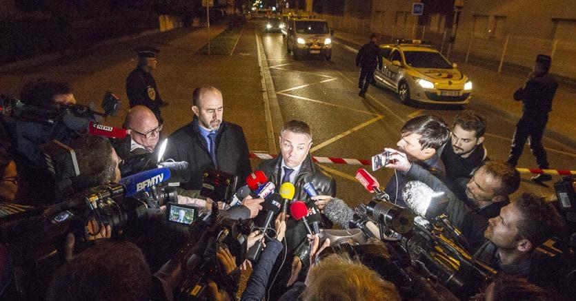 Il procuratore Pierre Yves Couilleau intervistato dopo l'aggressione (Epa)