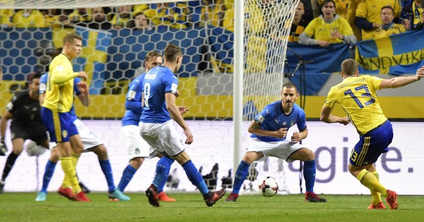 Il gol di Jakob Johansson che regala la vittoria alla Svezia nella gara di andata per  Russia 2018 (Epa)