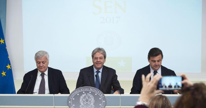 Il premier Gentiloni e i ministri Galletti e Calenda alla presentazione della Strategia energetica nazionale