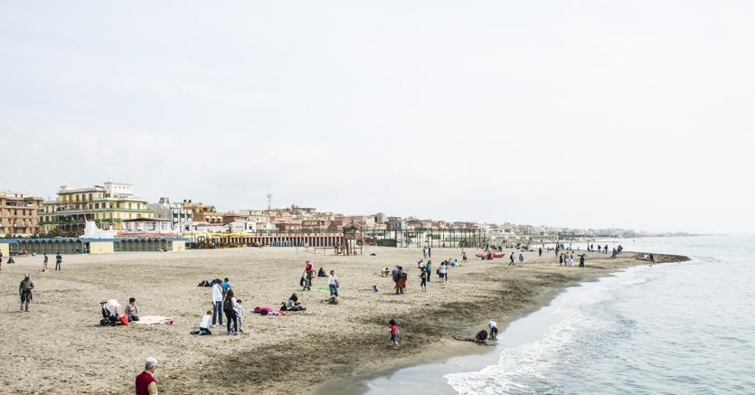 Il litorale di Ostia (Agf/Alessandro Serranò)