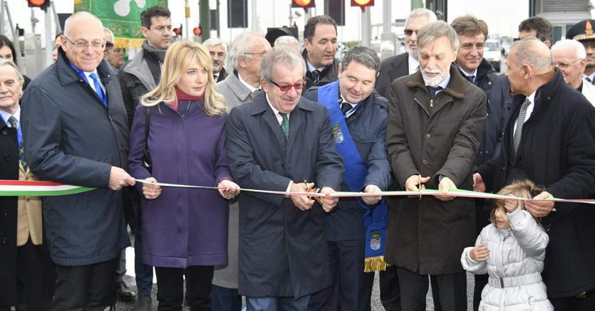 Cerimonia di apertura al traffico dell'interconnessione A35 Brebemi con la A4 (Ansa)