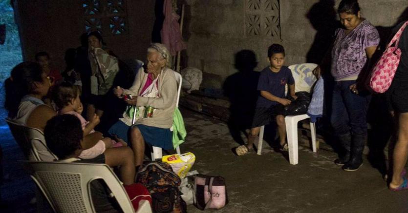 Sfollati in Costa Rica dopo la tempesta Nate (Ansa)